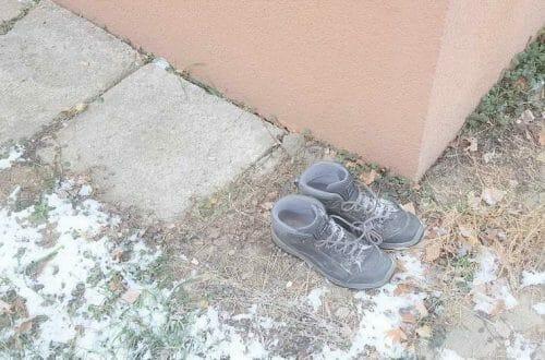 Odložené, vyhodené topánky - ďalší fenomén mesta Košice