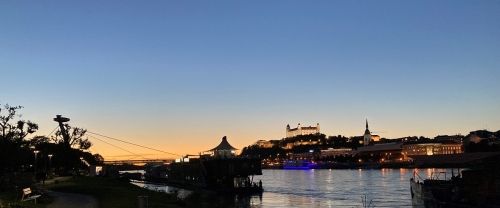Večerný pohľad na Bratislavský hrad